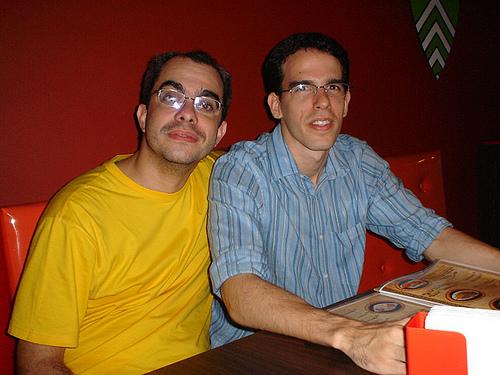 URLs Sinistras e FatorW, juntos numa mesa de bar!