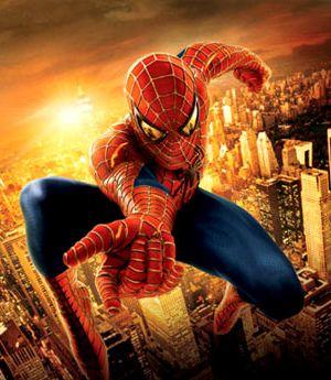 Spider Man saltando entre prédios